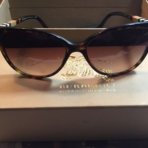 Burberry Sunglasses from Italy